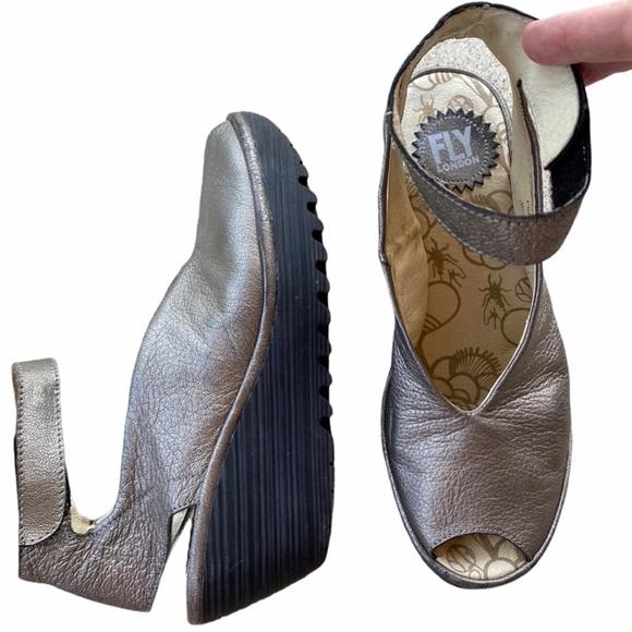 FLY LONDON Yala Wedge Metallic Sandal Sz 38